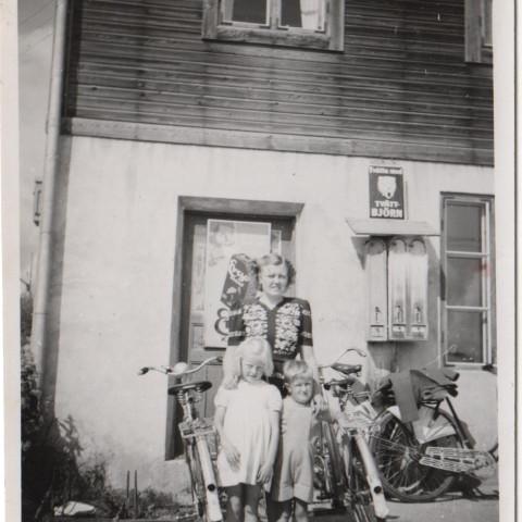Vid Per Nilsas affär på Bybacken