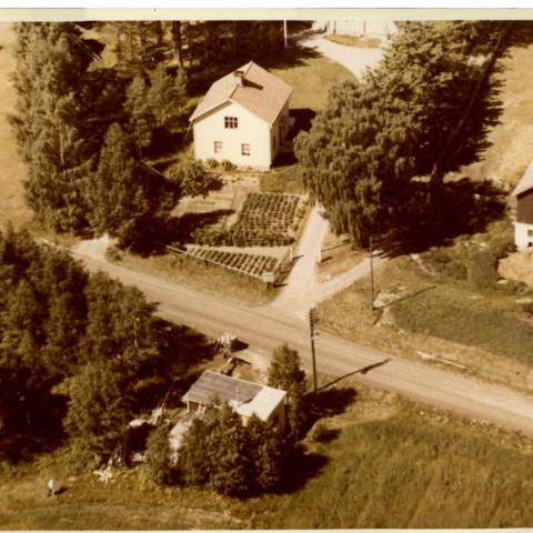 PärJonsEriks stuga och pastorsbostaden